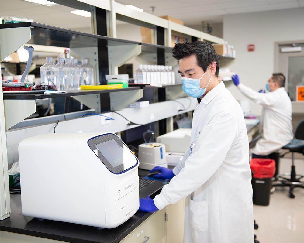 Altimmune Lab Portrait 12
